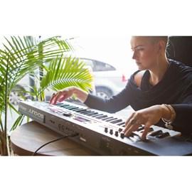 Teclado Sintetizador Juno DS61 Synth 61 Teclas Roland - Preto (BK)