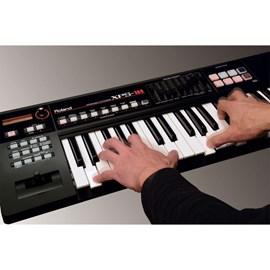 Teclado Sintetizador XPS10 Synth com 61 Teclas Roland
